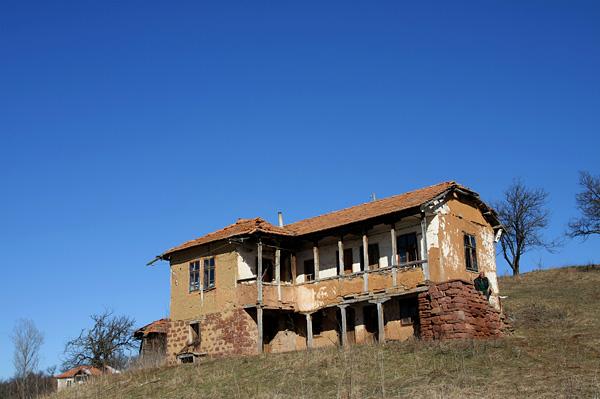 Стара къща от керпич